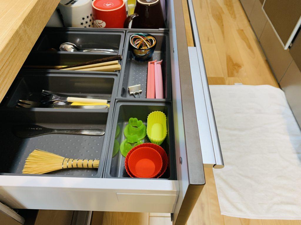 キッチンのカトラリーとお弁当小物収納