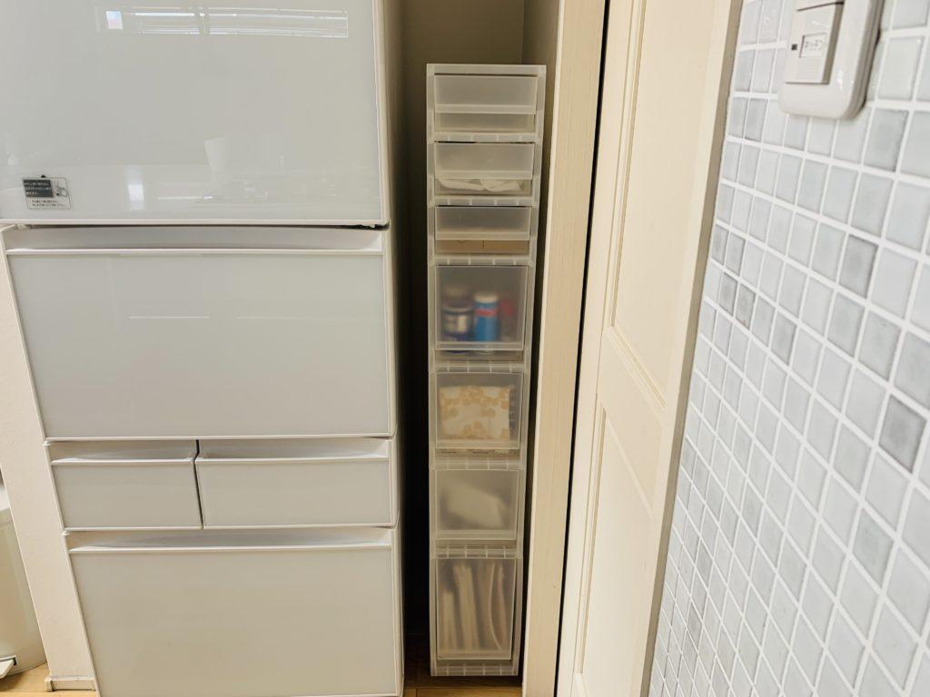 冷蔵庫と壁の隙間にぴったりなスリムストッカー