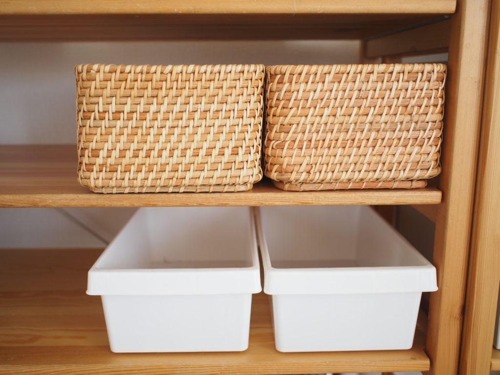 無印良品ラタンボックス、100円ショップの白いボックス