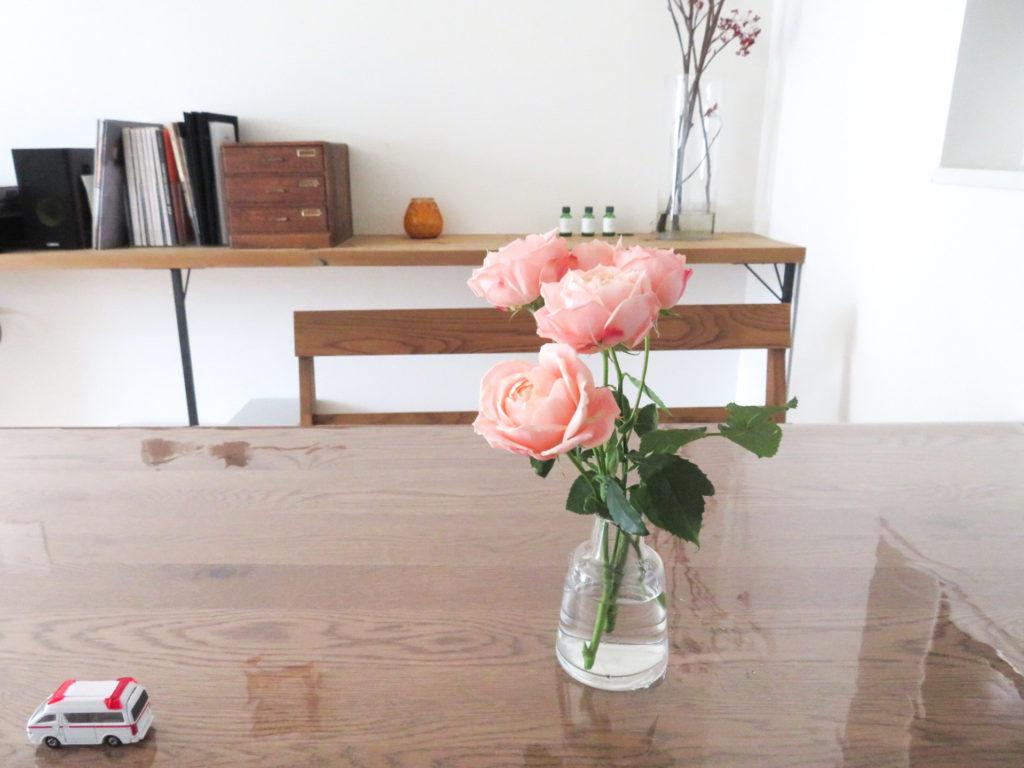 手軽に花を飾るコツ1.  日常の花は1〜2種類で充分。_2