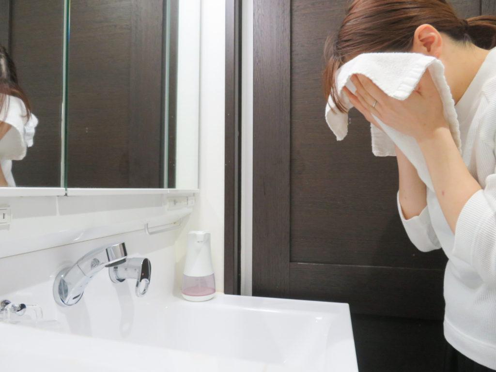 朝ひとり1枚清潔なタオルで顔を拭く。