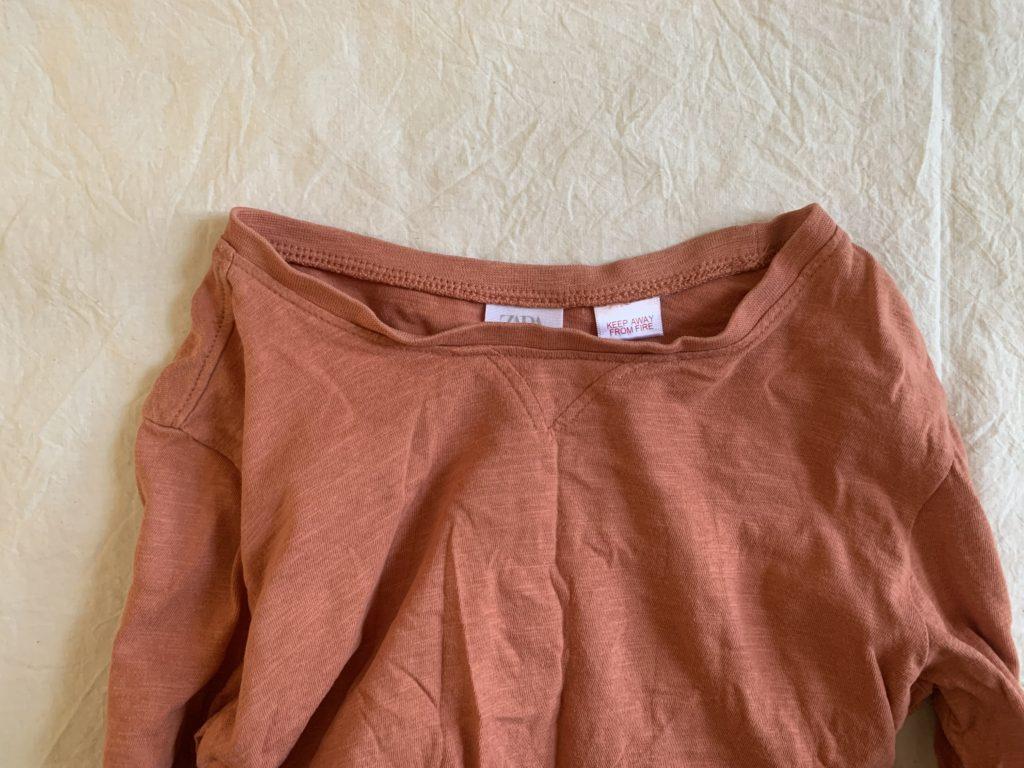 捨てる基準を明確にする,色褪せた服,首元がよれてしまった服