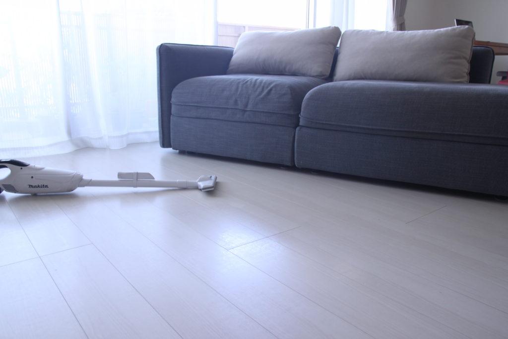 ソファー下の掃除