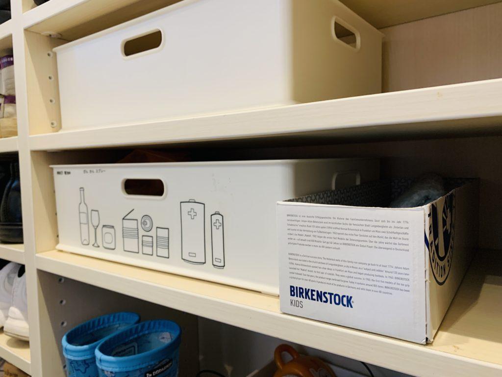 シューズクロークの収納ボックス