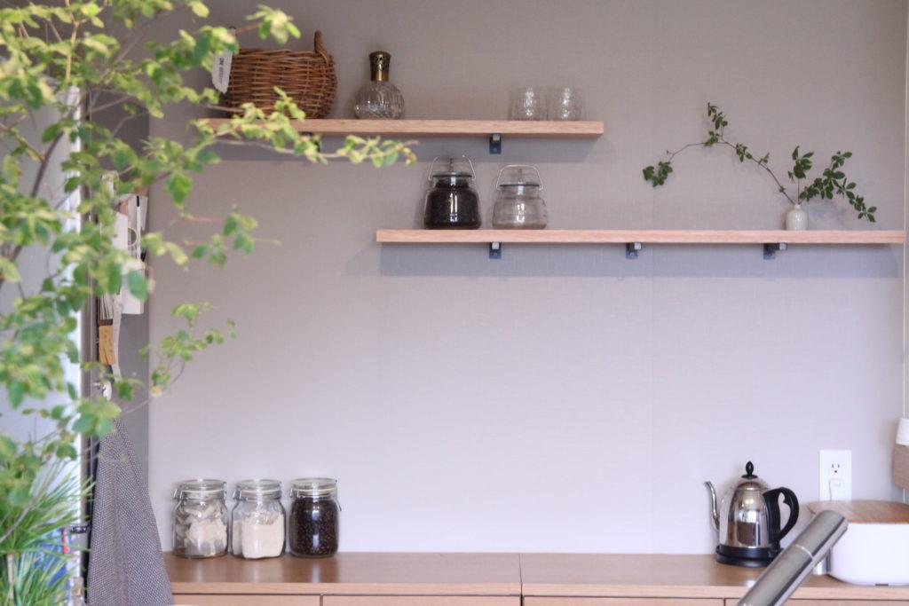 キッチン背面に棚板をDIY