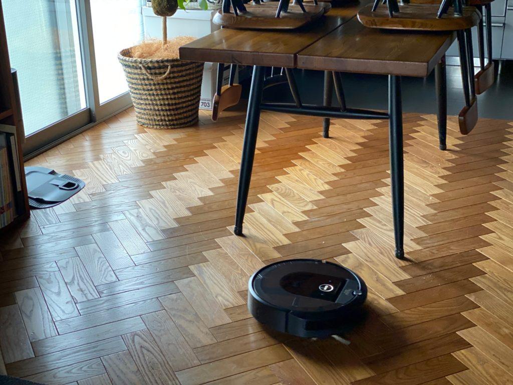ダイニングキッチンにお掃除ロボット