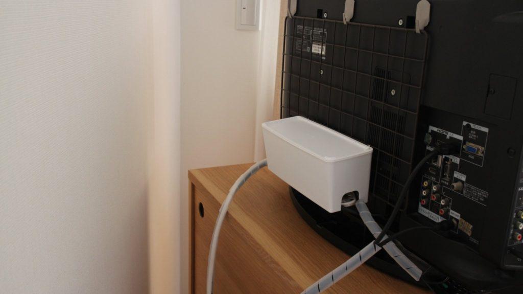 テレビ裏面の配線収納