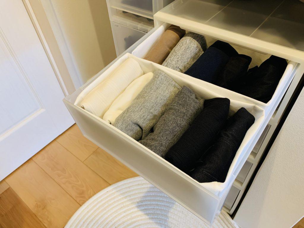 不織布のボックスとクローゼットの引出し収納。