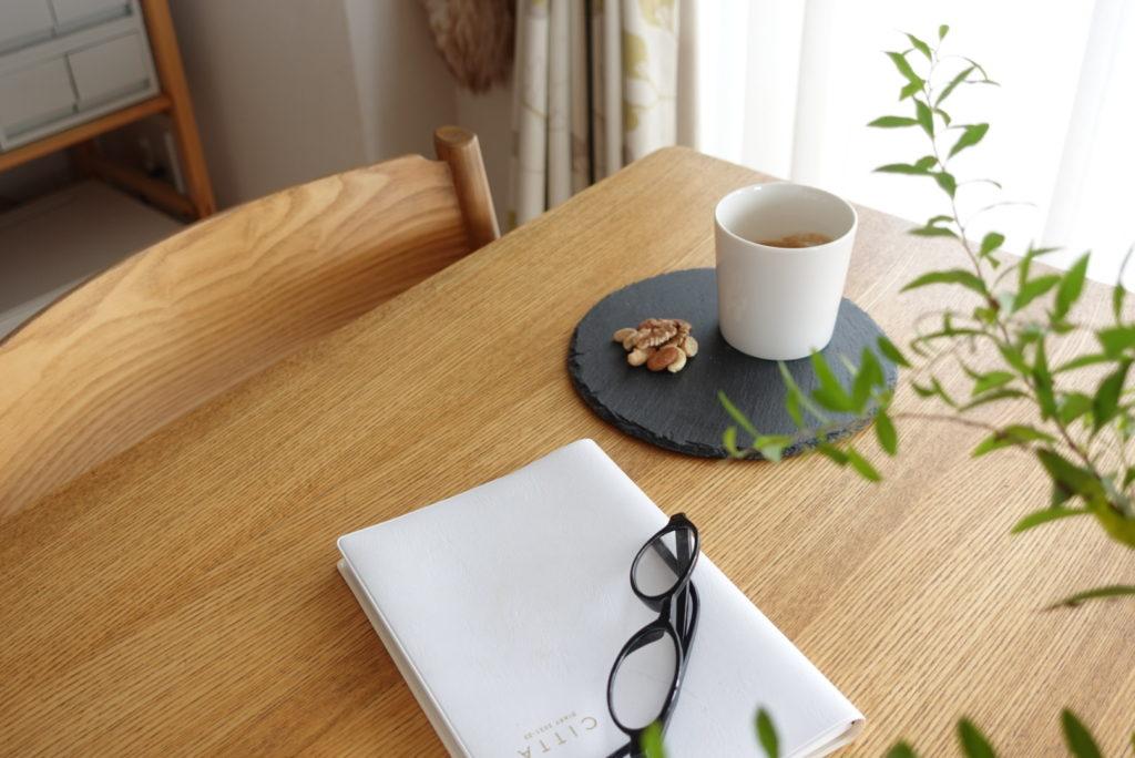 テーブルの上のコーヒーセット