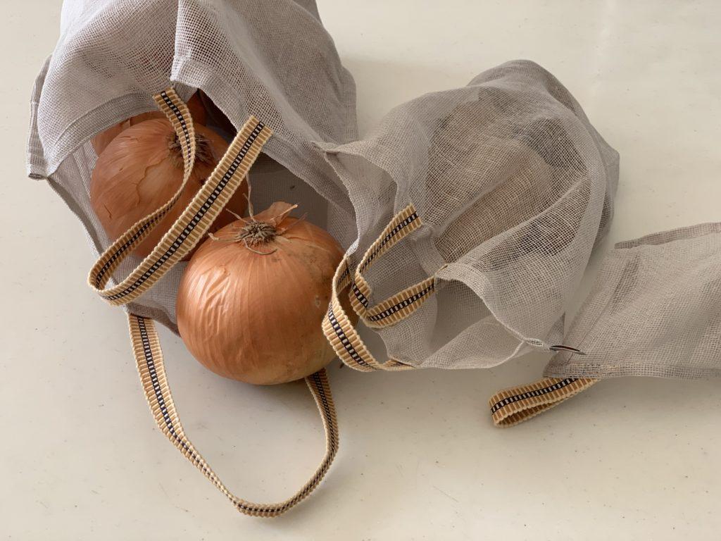 家事の負担を減すために、重い食品は頼る アンジェ 奈良の蚊帳生地で作った野菜袋